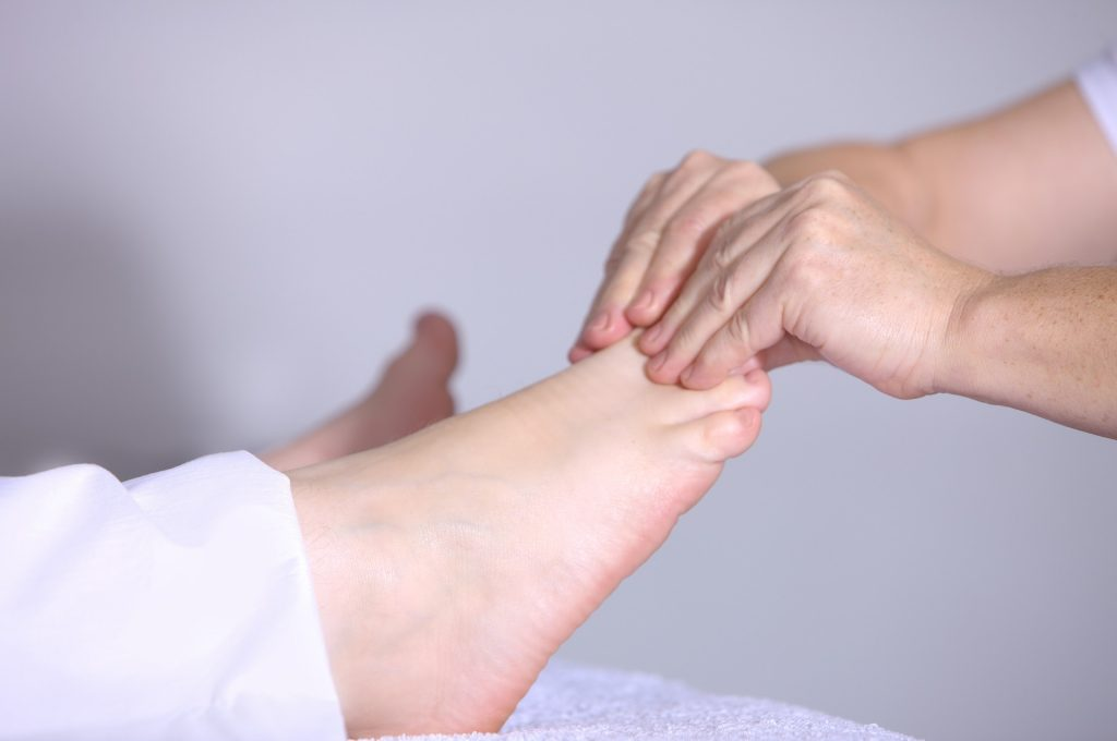 A foot zoning professional gives a massage